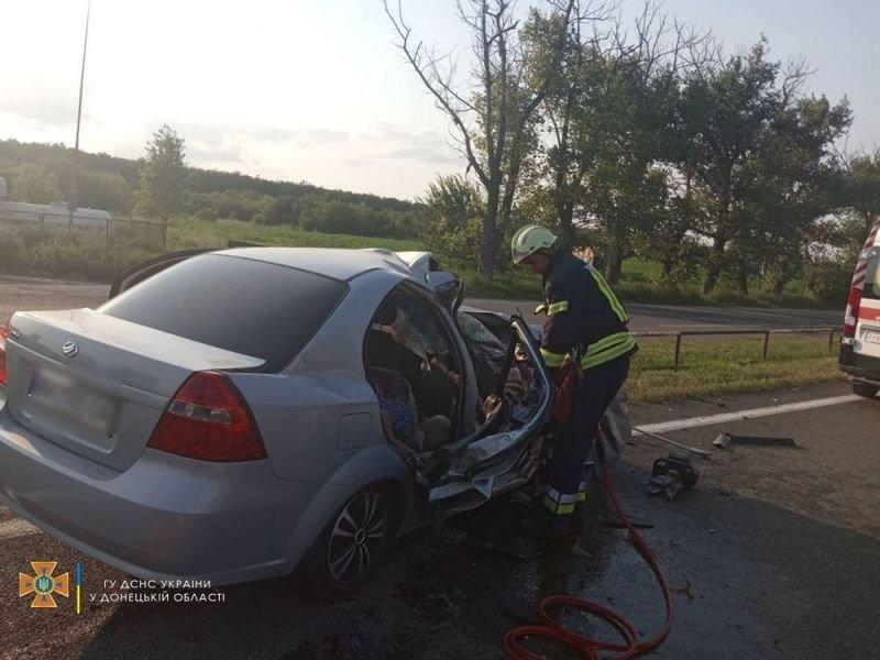 На трассе Мариуполь – Донецк трактор раздавил авто. Есть погибшие, - ФОТО 18+, фото-1