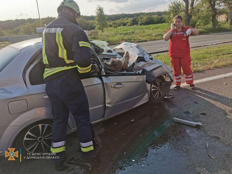 На трассе Мариуполь – Донецк трактор раздавил авто. Есть погибшие, - ФОТО 18+, фото-2
