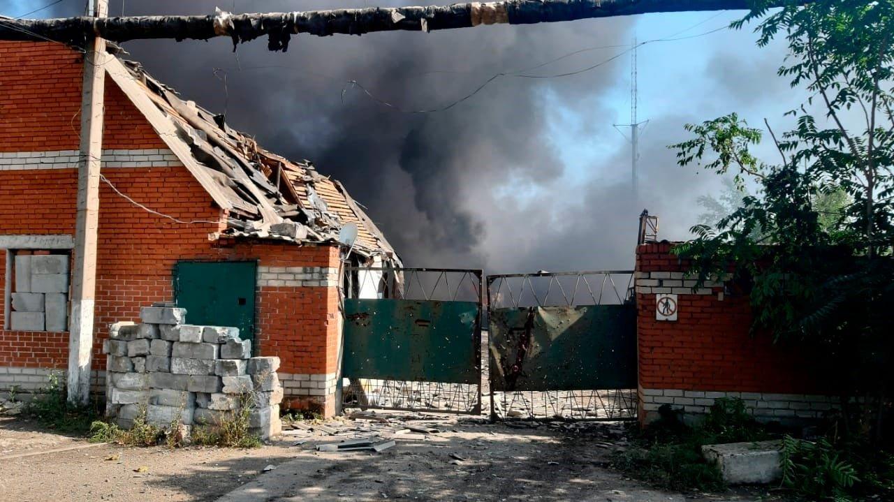 Боевики обстреляли Авдеевку: ранен военный, эвакуированы сотрудники железнодорожной станции, - ФОТО, ВИДЕО, фото-2