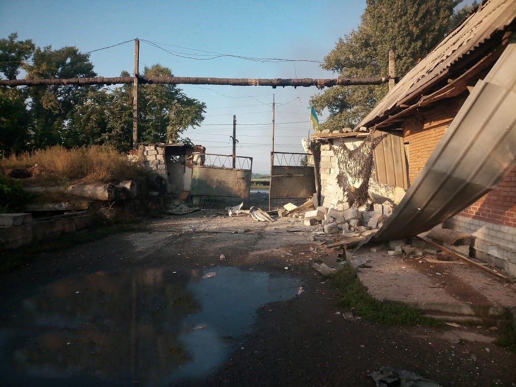 Боевики обстреляли Авдеевку: ранен военный, эвакуированы сотрудники железнодорожной станции, - ФОТО, ВИДЕО, фото-3