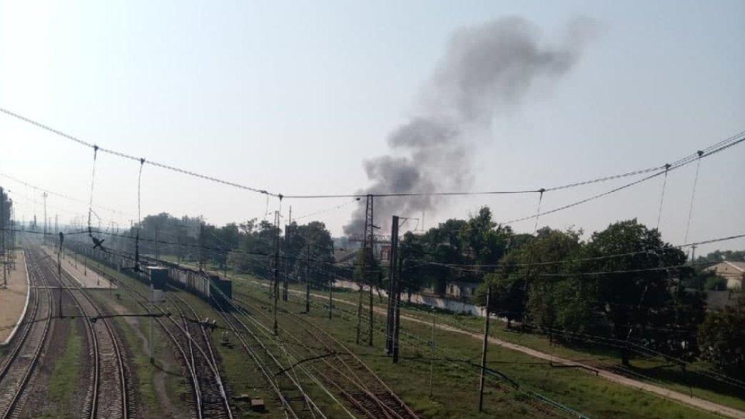 Боевики обстреляли Авдеевку: ранен военный, эвакуированы сотрудники железнодорожной станции, - ФОТО, ВИДЕО, фото-1