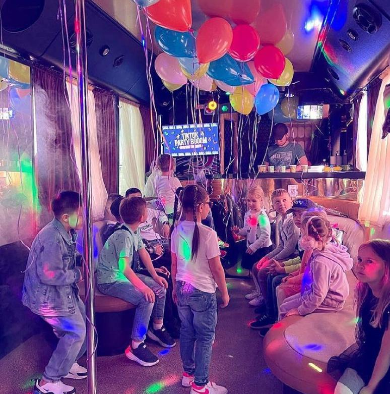 Закажите у нас автобус-дискотеку PARTY BUS на колесах и Вы гарантированно незабываемо проведете время!, фото-6