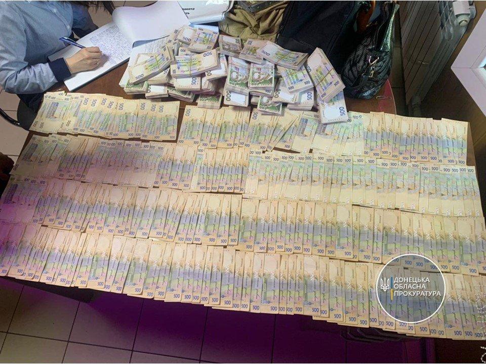 Взятка в 2 миллиона гривен! Под Мариуполем арестовали вымогателей, - ФОТО, фото-1