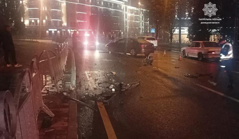 В Мариуполе 31-летний водитель влетел в ограждение Театрального сквера, - ФОТО, фото-2