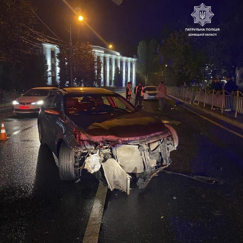 В Мариуполе 31-летний водитель влетел в ограждение Театрального сквера, - ФОТО, фото-3