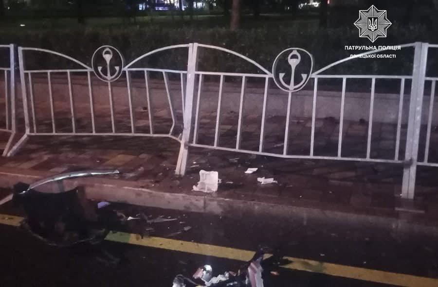 В Мариуполе 31-летний водитель влетел в ограждение Театрального сквера, - ФОТО, фото-4