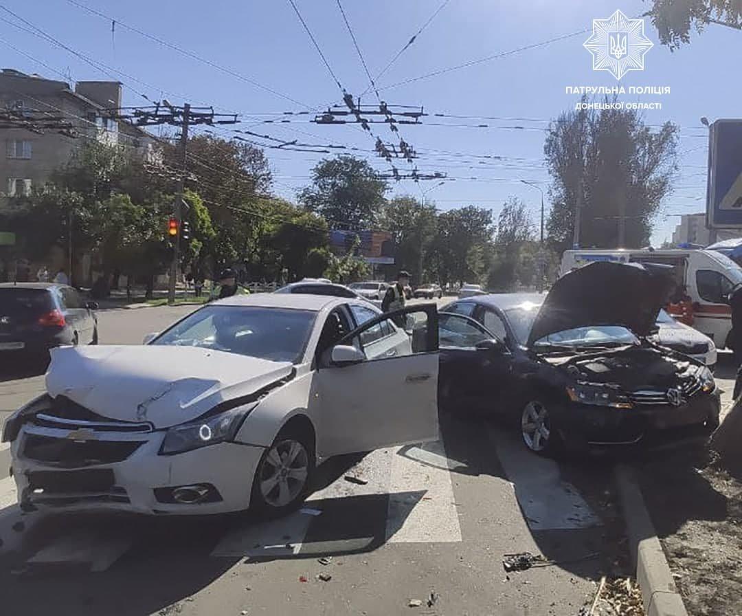 Разбиты два авто. В Мариуполе на перекрестке столкнулись иномарки, - ФОТО, фото-2
